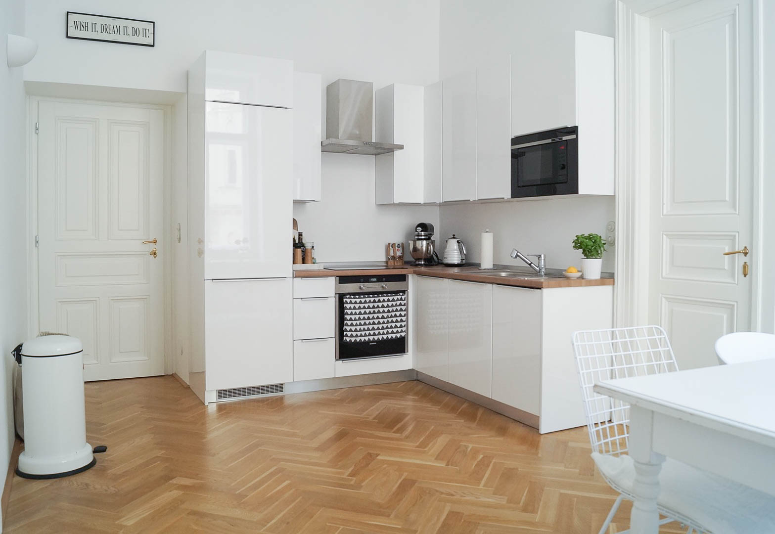 Smeg Kühlschrank Grau : White kitchen traumzuhause