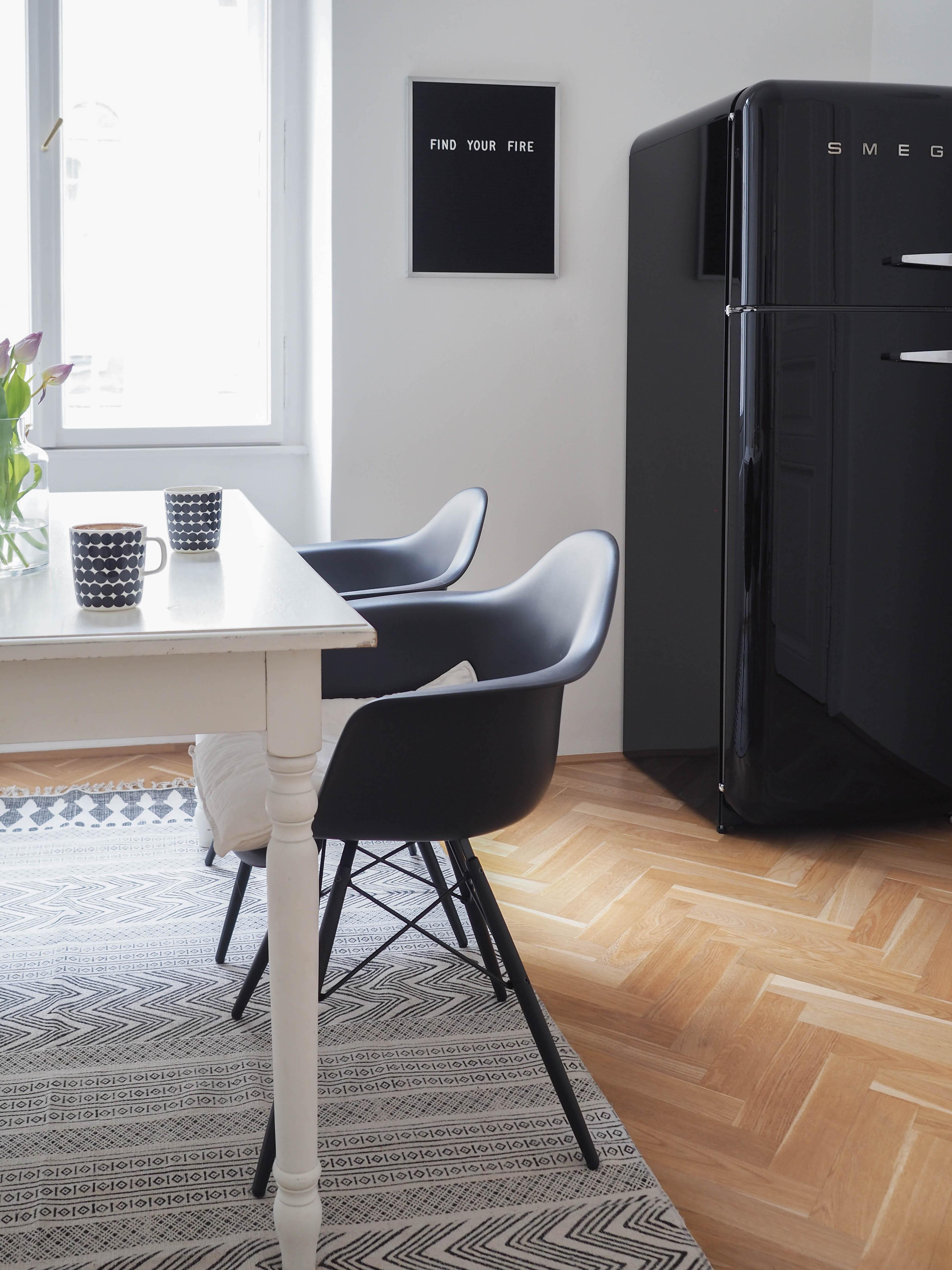 Was Haltet Ihr Von Komplett Schwarzen Eames Chair?