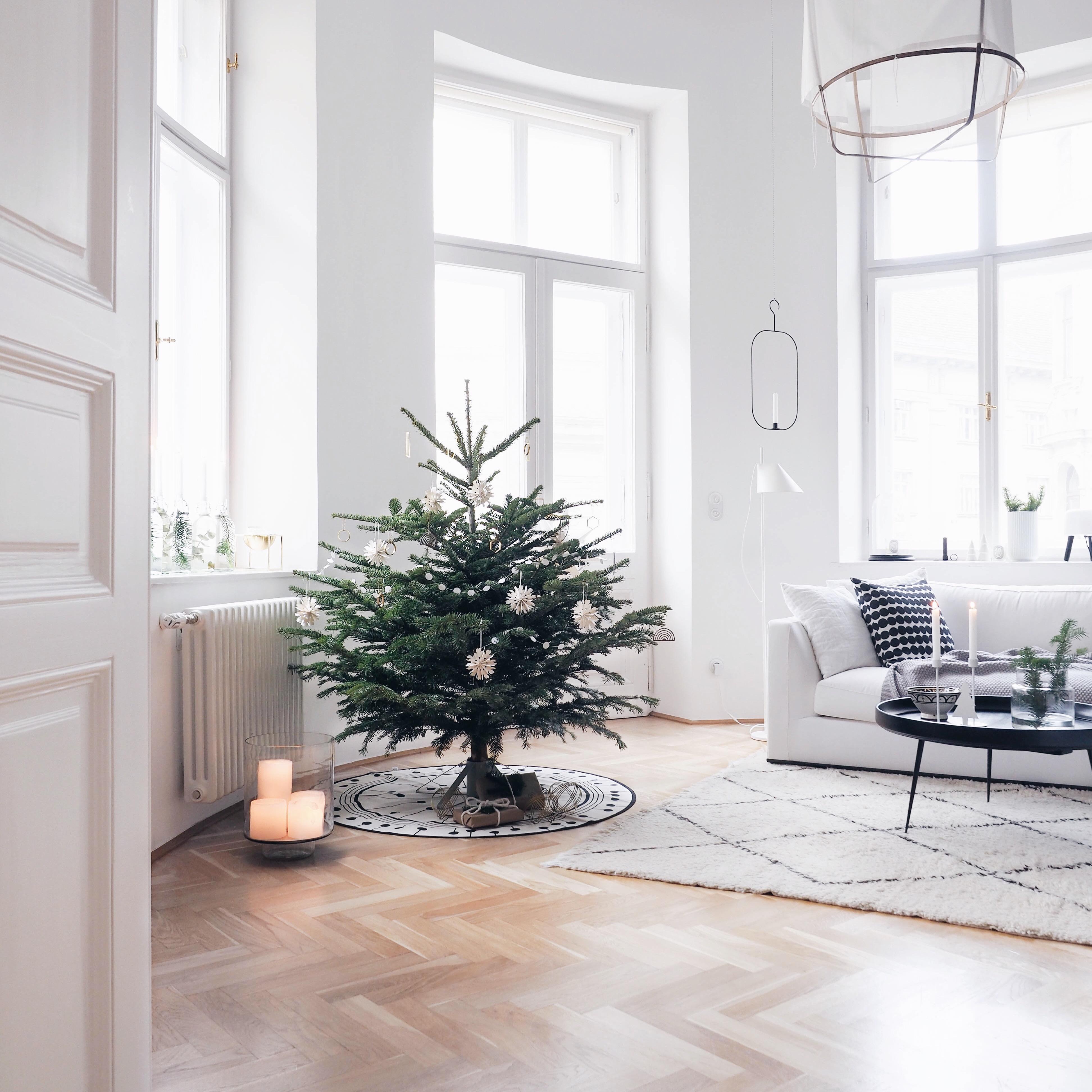 Skandinavischer Weihnachtsbaum Altbauwohnung