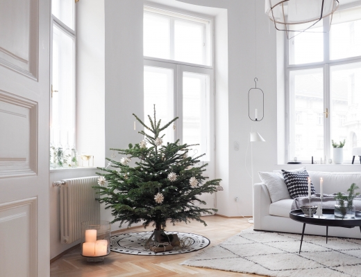 easy weihnachts diy auf alt gemachtes holzbrett mit. Black Bedroom Furniture Sets. Home Design Ideas