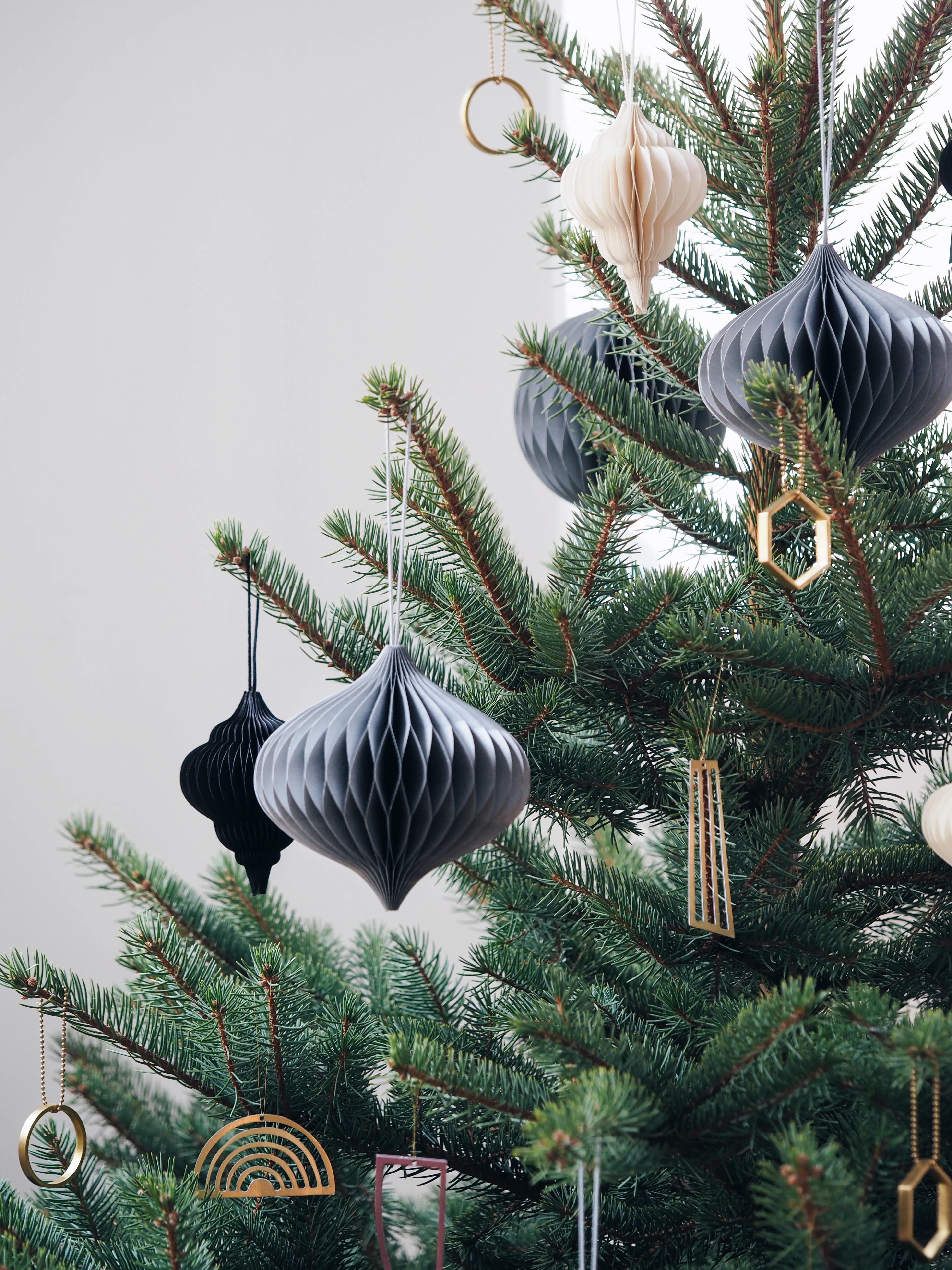 Weihnachtsbaumschmuck Weiß, Messing, Papieranhänger